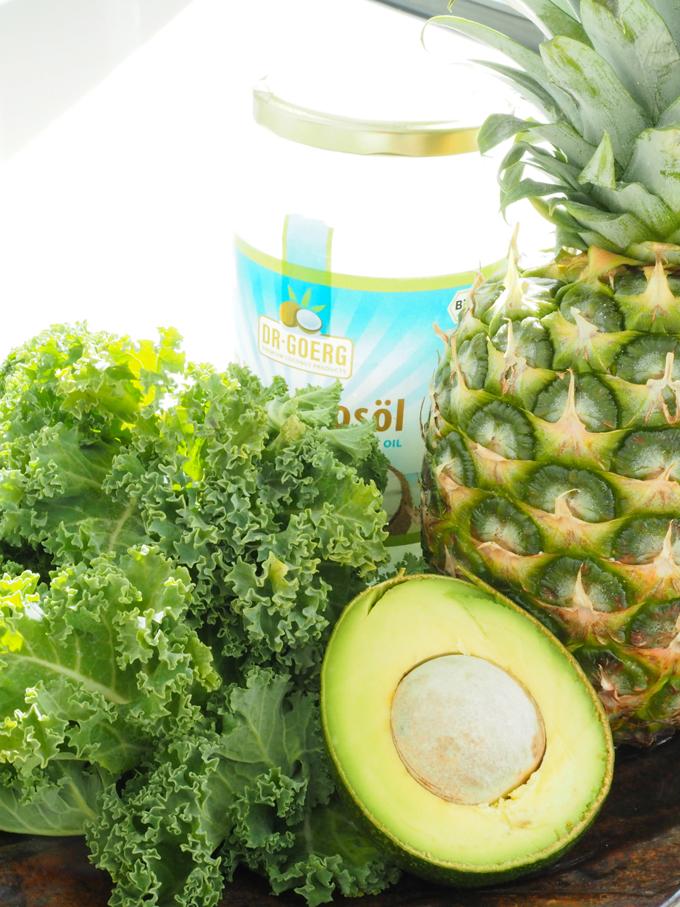 Lehtikaali, avokado, ananas ja Dr. Goerg kookosöljy