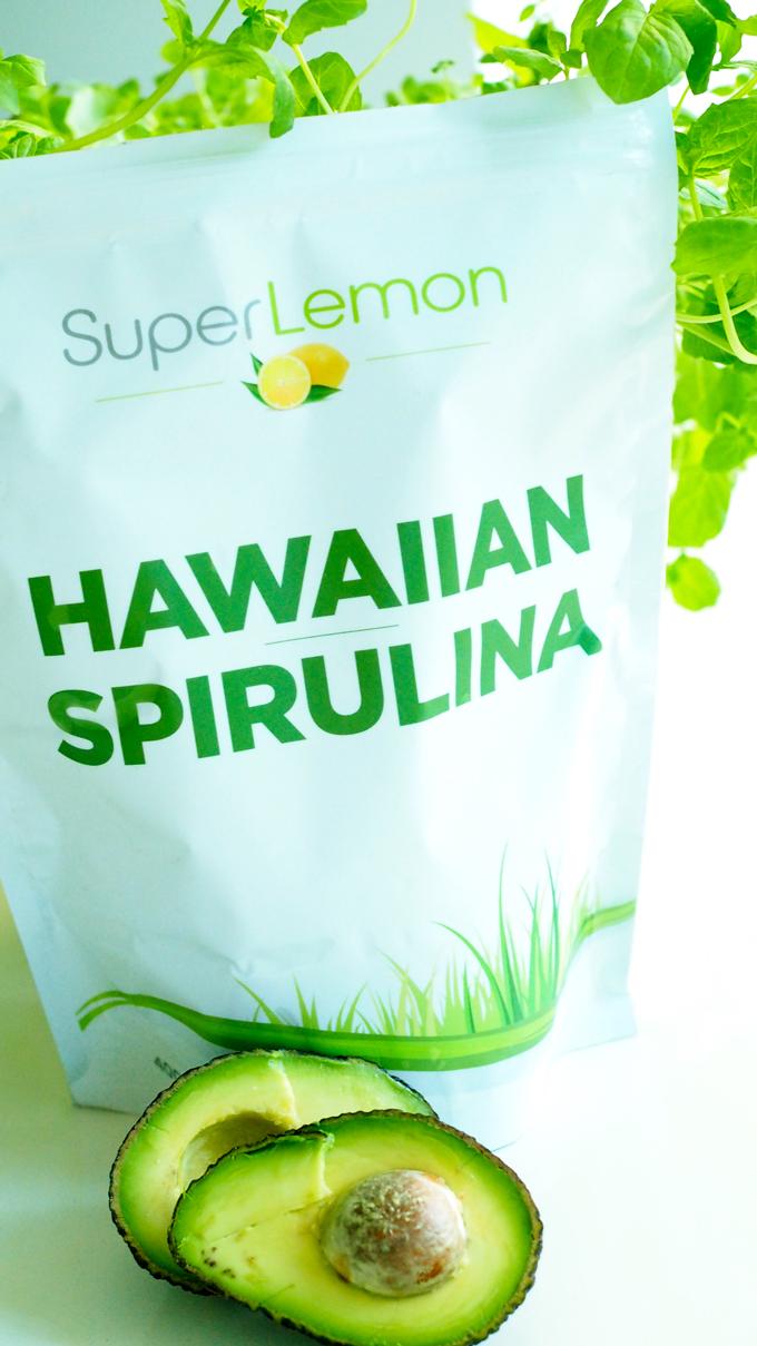 Limettikakun raaka-aineet, havaijin spirulina ja avokado