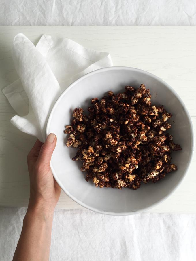 Raakasuklaapopcornit by Karita Tykkä